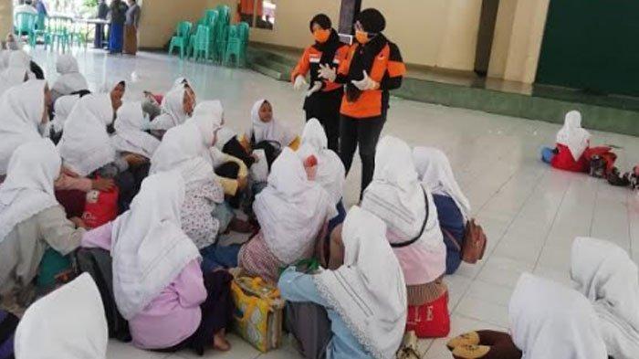 Ratusan Santri Ponpes Lirboyo Pulang Kampung di Mojokerto Diperiksa Suhu Badannya