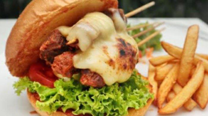 Satay Burger, Sajian Unik Paduan Citarasa Lokal dan Internasional dari Aston Sidoarjo Hotel