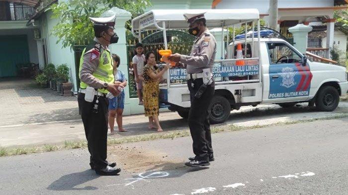 Senggolan dengan Motor Pelajar, Perempuan Asal Srengat Tewas di Jalan Raya Blitar-Tulungagung