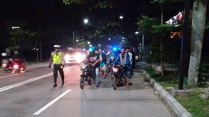 Puluhan Pemuda Bojonegoro Kocar-kacir Begitu Dirazia Satlantas, Motor Tak Standar Langsung Diangkut