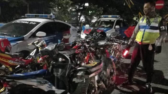 Dianggap Mengganggu dan Sebabkan Kecelakaan, Puluhan Kendaraan Berknalpot Brong di Madiun Ditilang