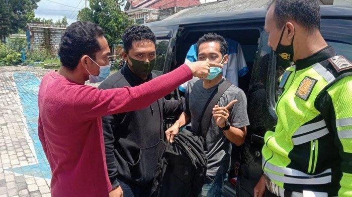 Periksa STNK Pelanggar Lalu Lintas di Tuban, Polisi Malah Temukan Poket Sabu Jatuh ke Aspal