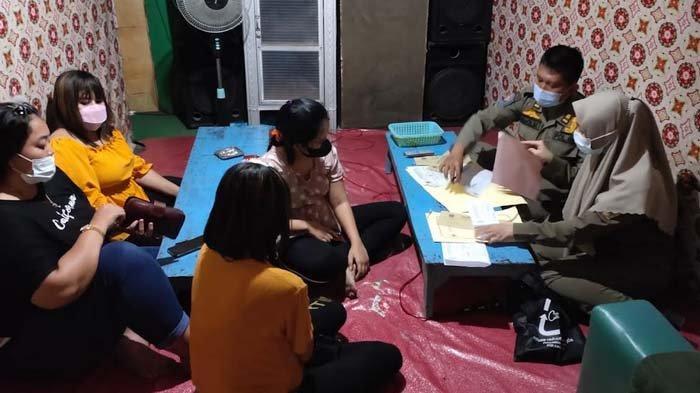 Satpol PP Bongkar Praktik Warung Remang-remang yang Sediakan Miras dan Karaoke di Gresik