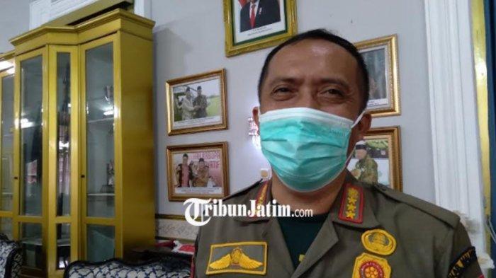 Satpol PP Kabupaten Malang Longgarkan Sanksi PPKM Dengan Pasang Banner Himbauan Prokes
