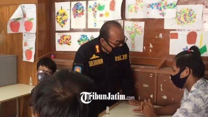 Satpol PP Kota Kediri Berbagi Bersama Anak Berkebutuhan Khusus