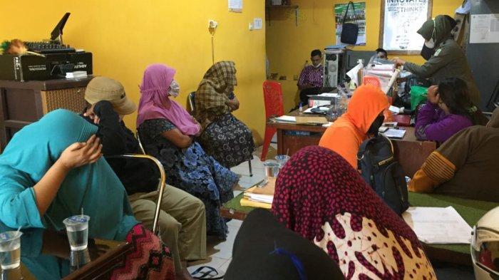 Sempat Kocar-kacir, Satpol PP Lumajang Ciduk PSK di Warung Remang-remang Eks Lokalisasi