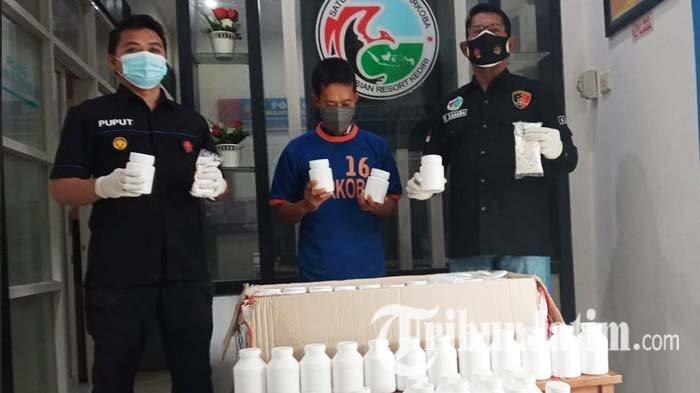 Kurir Ekspedisi Asal Surabaya Dibekuk Polres Kediri Saat Hendak Edarkan Ratusan Ribu Pil Koplo
