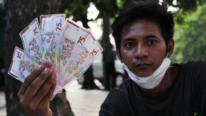 Uang Baru Rp 75 Ribu Banyak Dicari, Jasa Tukar Uang Baru Dadakan Sempat Kehabisan Stok