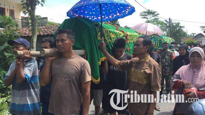 Tragedi Pilu Satu Keluarga di Lumajang Tewas Diduga Keracunan Gas, Isak Tangis Iringi Pemakaman