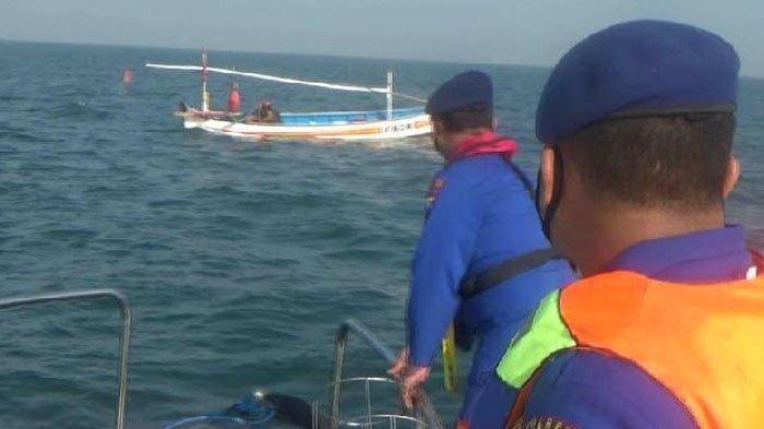 Satpolairud Polres Probolinggo Rutin Pantau Aktivitas Tangkap Ikan di Perairan Perbatasan