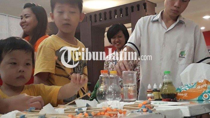 VIDEO: Keseruan Anak-anak Peragakan Temuan di Science Fair IVY School di Lenmarc Mall Surabaya