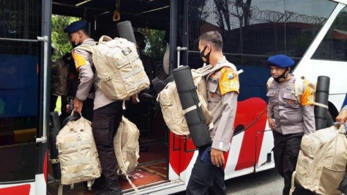 Bantu Korban Bencana, Polda Jatim Berangkatkan 75 Personil Brimob BKO ke Polda NTT