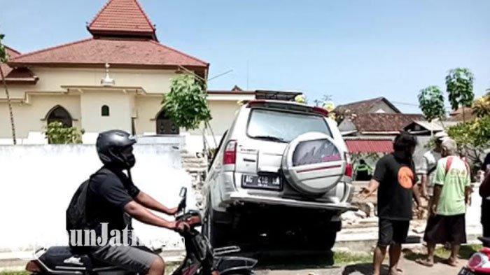 Kronologi Mobil Tabrak Tembok Makam di Tulungagung, Pengemudi Tewas dan Sempat Mengeluh Pusing