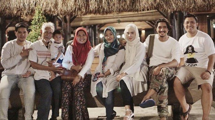 BERITA TERPOPULER SELEB: Sederhana Rumah Keluarga Arya Saloka - Voicenote Terakhir Syekh Ali Jaber
