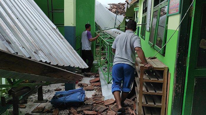 Sejumlah Bangunan Rumah, Sekolah, dan Kantor di Kota Blitar Rusak Akibat Gempa Bumi