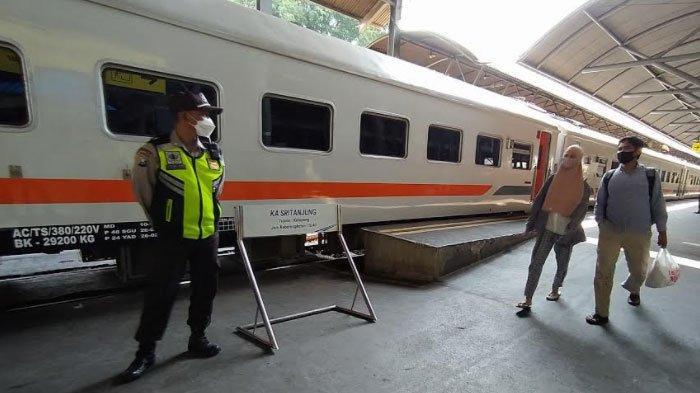 Stasiun di Surabaya Sepi Pemudik, Calon Penumpang Sempat Kaget Aturan Pengetatan Perjalanan