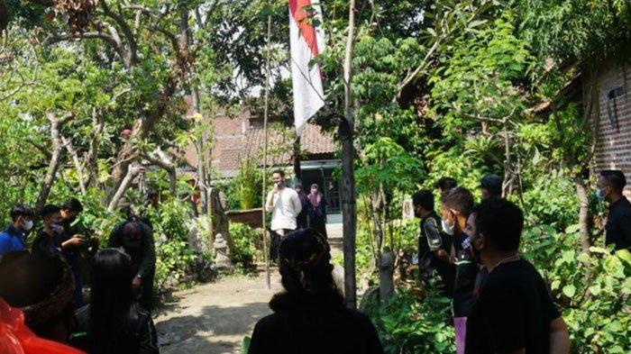 Puluhan Perajin Patung Trowulan Mojokerto Sampaikan Kritik Penanganan Pandemidi HUT RI ke-76