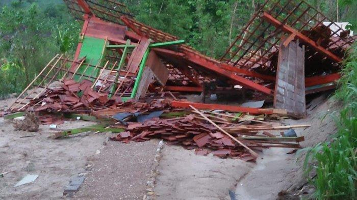Hujan & Angin Puting Beliung Landa Bojonegoro, Empat Rumah & Balai Desa Hingga Tower Rusak Berat