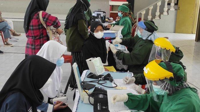 Ratusan Siswa SMAN 1 Kota Blitar Jalani Vaksin Covid-19, Berharap Bisa Segera Belajar Tatap Muka