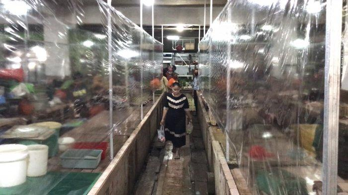 NEWS VIDEO: Cara Beda Pasar Genteng Baru Cegah Corona, Pakai Tirai Plastik antara Pedagang & Pembeli