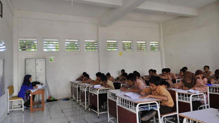 Suanasana pembelajaran di sekolah sebelum pandemi Covid-19.
