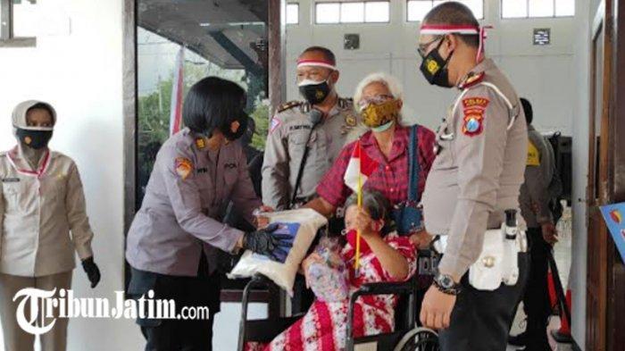 Vaksinasi Covid-19 Penyandang Disabilitas di Kota Blitar, Setelahnya Dapat Paket Sembako dari Polres