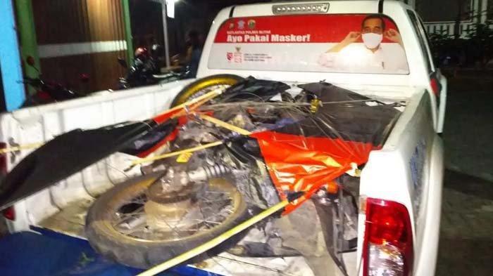 Leher Terjerat Senar Layangan yang Melintang di Jalan, Pengendara Motor di Blitar Tewas Tabrak Pohon