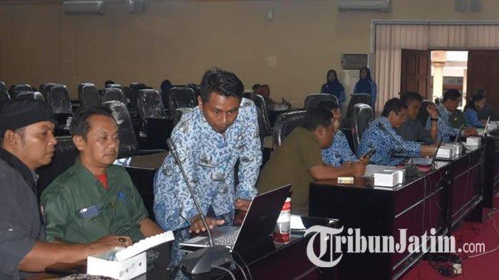 Pimpinan dan Anggota DPRD Kota Blitar Isi Sensus Penduduk Online Sekaligus Bayar PBB, Ajak 'Segera'
