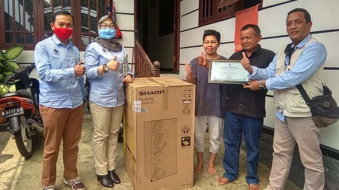 Lima Pelanggan Teladan Perumdam Among Tirto Kota Batu Dapat Hadiah Kulkas Sebagai Apresiasi