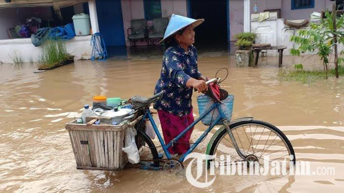 Madiun Diguyur Hujan Deras Semalam, Desa Banjarsari Terendam Banjir, PetaniKesulitan Jemur Padi