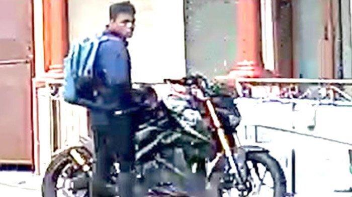 Hanya Butuh Waktu 3 Menit, Pria di Kota BatuGasak Uang di Kota Amal Musala, Aksinya Terekam CCTV