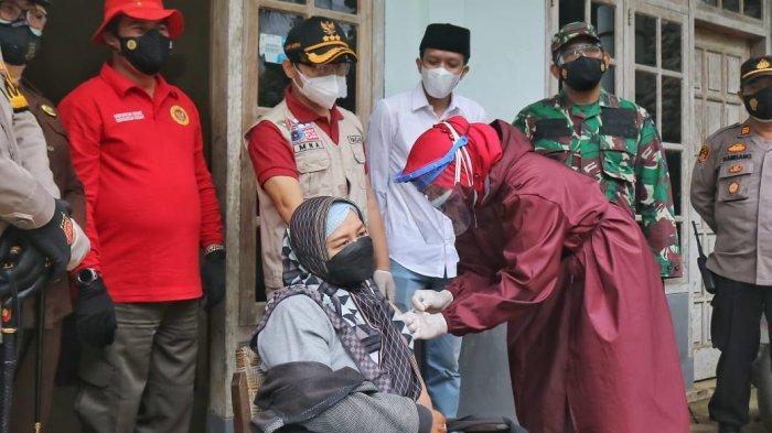 Warga Desa Sengon di Kabupaten Trenggalek Gembira Bisa Dapat Vaksin di Rumah Masing-masing