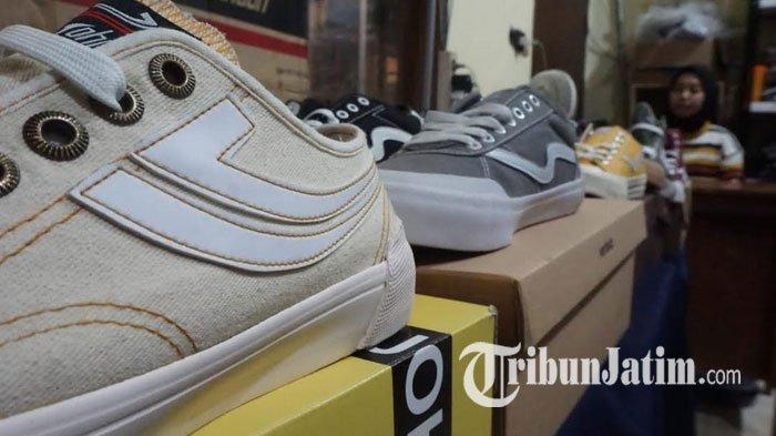 Pengakuan Seller di Surabaya Jual Sneakers Lokal, Untung Berlebih, Dagangan Lain Ikut Laris Manis