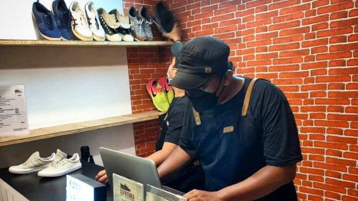 Demi Bertahan Hidup Saat PPKM, Anak Musik Asal Surabaya Buka Bisnis Cuci Sepatu Berbasis Digital