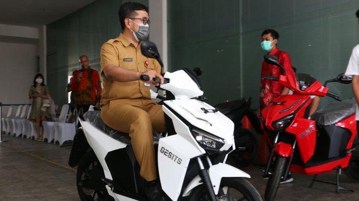 Ramah Lingkungan, Sepeda Motor Listrik Kini Hadir di Kabupaten Sumenep