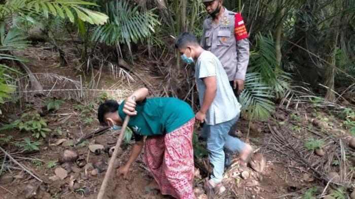 Dua Remaja di Pulau Bawean Kubur Motor Mogok Hasil Curian di Hutan