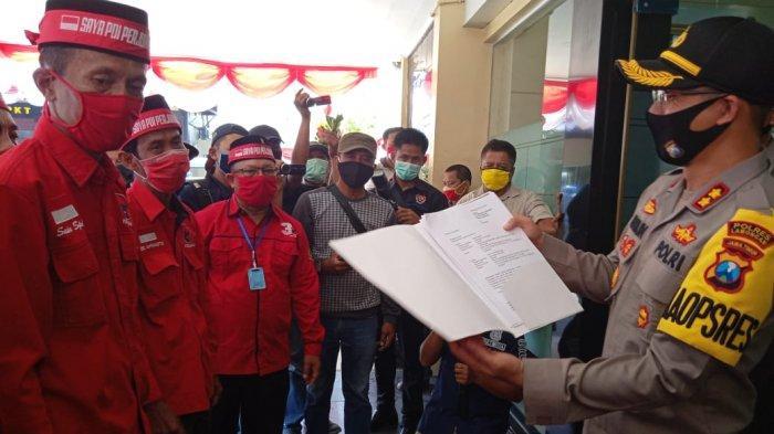 BREAKING NEWS - Massa PDIP ke Polres Lamongan Titip Surat ke Kapolri: Usut Pembakar Bendera