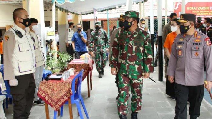 Tinjau Vaksinasi di Malang, Kapolri Optimis Target 2 Juta Per Hari Segera Tercapai