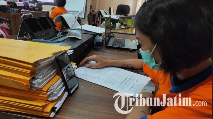 Kejari Surabaya Pakai Sistem Daring untuk Pelimpahan Tersangka, Kasi Pidum: Tersangka Tetap di Lapas