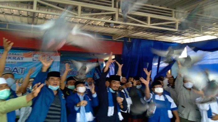 Nyatakan Setia Kepada AHY, DPC Partai Demokrat Kabupaten Malang Lepas Burung Merpati