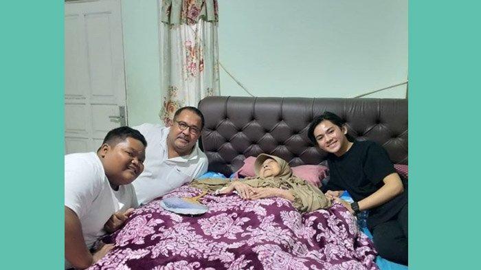 KONDISI Mak Nyak Pasca Evakuasi Banjir, Kini Dibawa Rano Karno ke Hotel, 'Ibu Jangan di Ganggu Dulu'