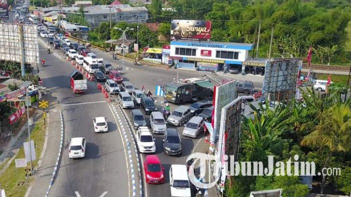 Malam Idulfitri Simpang Mengkreng Masih Macet Saja, Arus Mudik Dilewatkan Plemahan-Kunjang-Papar