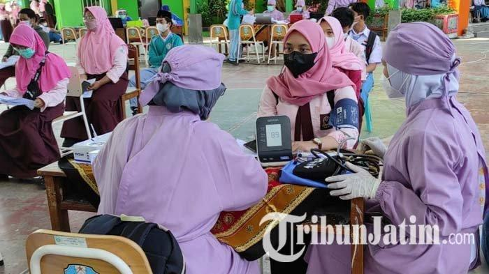 Gelar Vaksinasi Covid-19 di SMAN 4 Kota Blitar, Dinkes Akan Gilir Vaksinasi untuk Pelajar di Sekolah