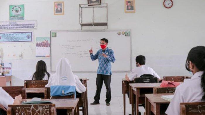 Sekolah di Kediri Mulai Gelar Uji Coba Pembelajaran Tatap Muka, Disambut Antusias Oleh Siswa