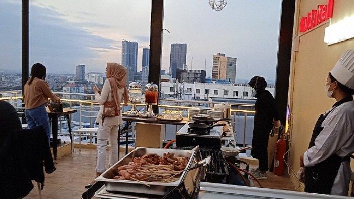 Menikmati Surabaya Sambil BBQ an Di Sky Lounge 147 GoldVitel Hotel