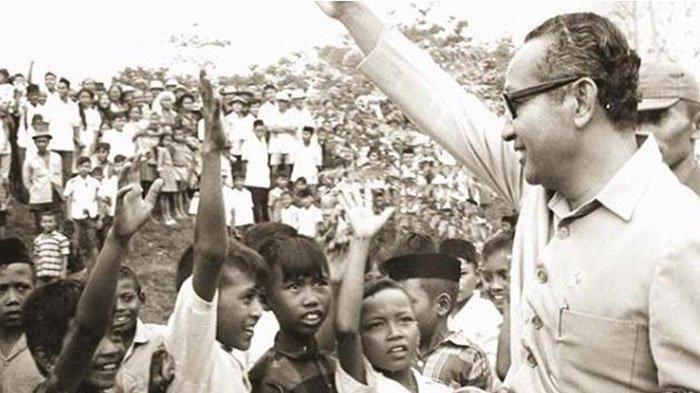 Soeharto Ketakutan Saat Dielu-elukan Bocah SD, Ucapannya Terbukti Saat Kekuasannya Tumbang