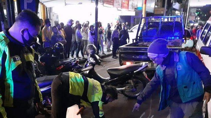 Sopir Pikap Meninggal Mendadak saat Mengemudi di Malang, Sempat Tabrak Mobil Parkir Pinggir Jalan