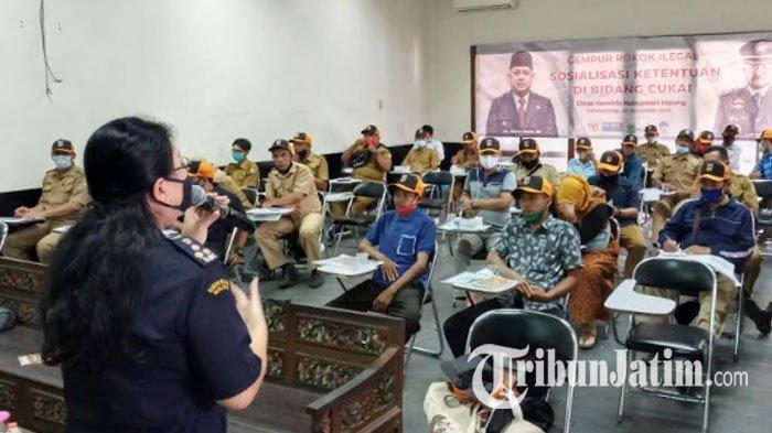 Peredaran rokok ilegal padamasa pandemi Covid-19 di Kabupaten Malang masih saja tinggi. Hal tersebut membuat Dinas Komunikasi dan Informatika Kabupaten Malang gencar melakukan sosialiasasi ketentuan bidangcukai di wilayahnya.