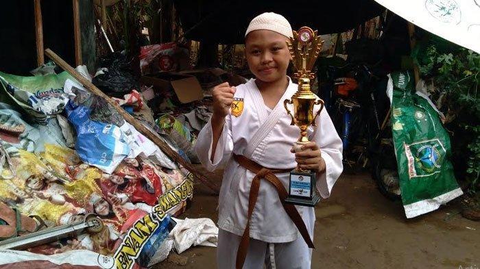 Kisah Perjuangan Anak Pemulung di Malang Raih Juara Karate, Ibu: Hanya Bisa Antar Naik Sepeda Pancal