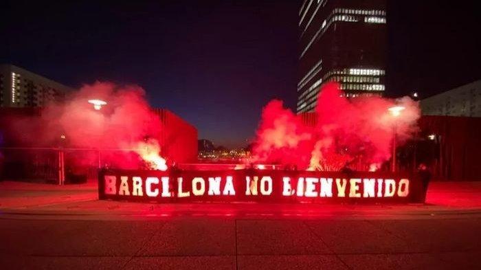 TERPOPULER BOLA: Pendukung PSG Teror Lionel Messi Cs hingga Persipura Absen Piala Menpora 2021